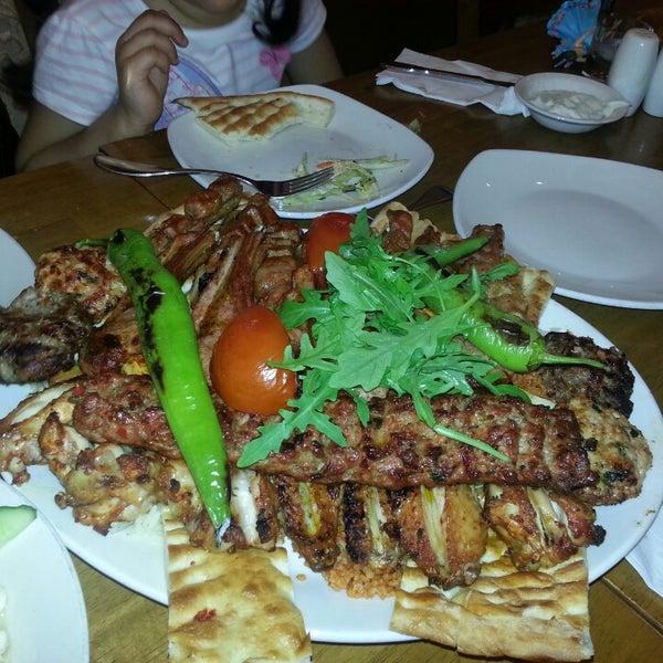 6/20/2013 tarihinde Yas K.ziyaretçi tarafından Hala Restaurant'de çekilen fotoğraf