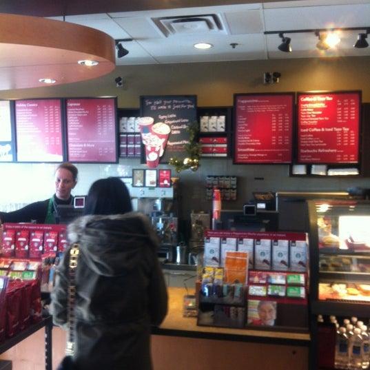 รูปภาพถ่ายที่ Starbucks โดย Oscar J. เมื่อ 11/8/2012