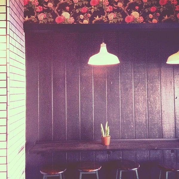 Photo prise au Alfred Coffee & Kitchen par Joshua Z. le2/16/2013