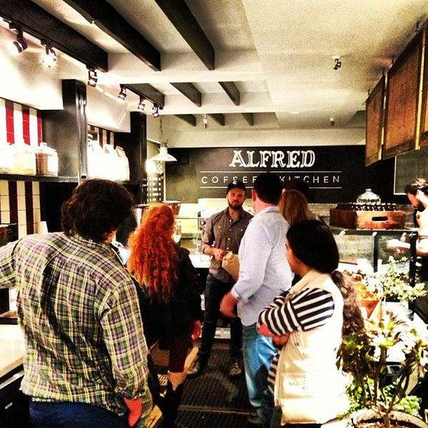 Photo prise au Alfred Coffee & Kitchen par Joshua Z. le2/1/2013