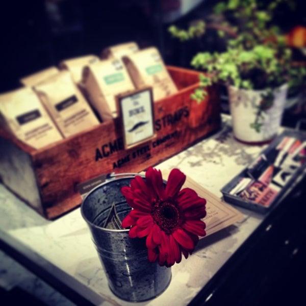 Photo prise au Alfred Coffee & Kitchen par Joshua Z. le2/10/2013