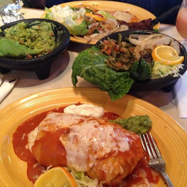 Foto tomada en Fiesta Martin Mexican Grill por Ceaznin el 2/4/2015