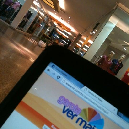 Foto tirada no(a) Itajaí Shopping Center por Felipe F. em 10/18/2012