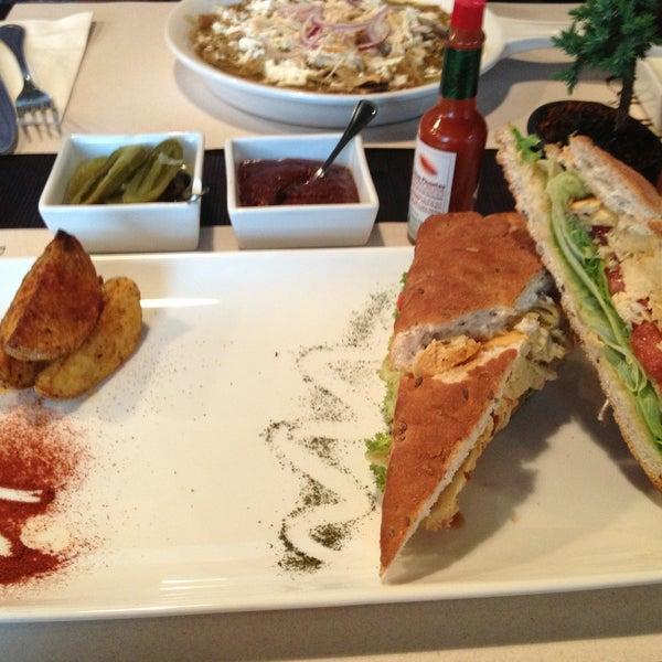 Foto tomada en Peponne Healthy Food & Bakery por Ricardo el 4/24/2013