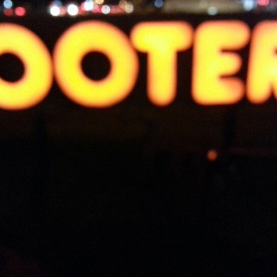Photo taken at Hooters by Rey G. on 11/15/2012
