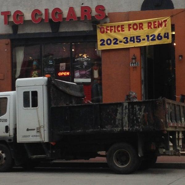 รูปภาพถ่ายที่ TG Cigars โดย Melvin Bossman R. เมื่อ 5/18/2013
