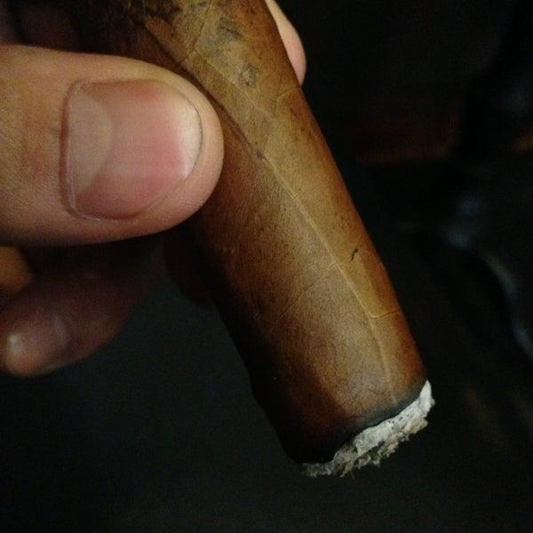 รูปภาพถ่ายที่ TG Cigars โดย Melvin Bossman R. เมื่อ 5/17/2013