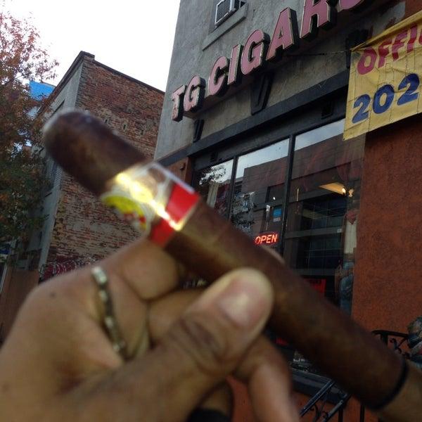 รูปภาพถ่ายที่ TG Cigars โดย Melvin Bossman R. เมื่อ 11/14/2013