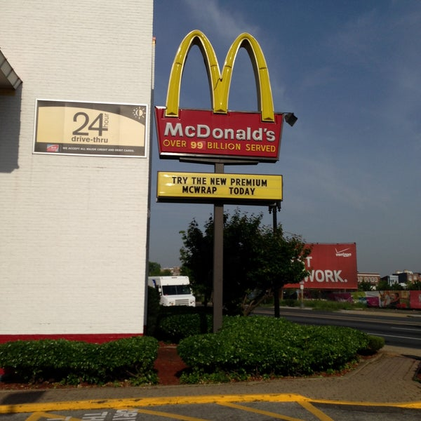 Photo taken at McDonald's by Melvin Bossman R. on 5/10/2013