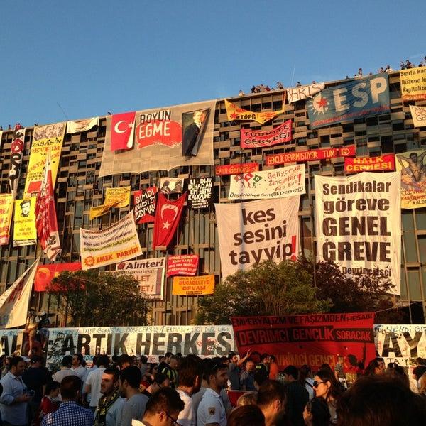 6/8/2013にAlper U.がTaksim Gezi Parkıで撮った写真