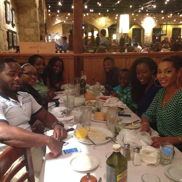 Photo taken at Romano's Macaroni Grill by Djenny F. on 4/27/2014