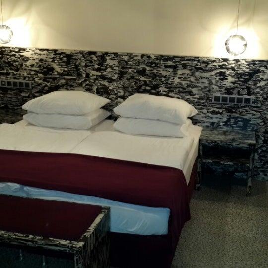 Das Foto wurde bei Hotel Urania von Yuri B. am 1/1/2014 aufgenommen