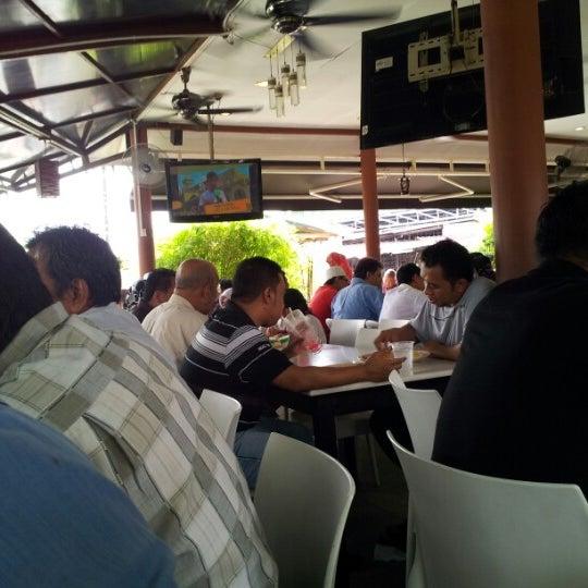 Photo taken at Restoran Sambal Hijau by Aiman H. on 10/12/2012
