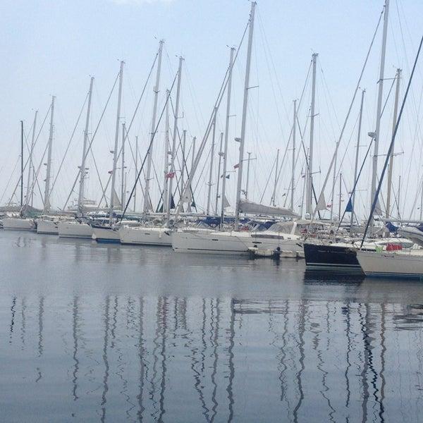 6/16/2013 tarihinde Salim j.ziyaretçi tarafından Ataköy Marina'de çekilen fotoğraf