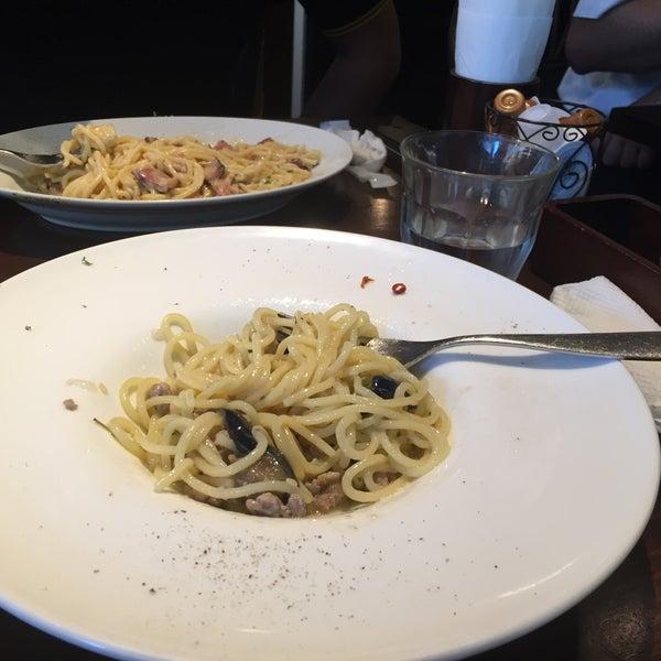 Das Foto wurde bei cucina italiana aria von hironica M. am 7/28/2015 aufgenommen