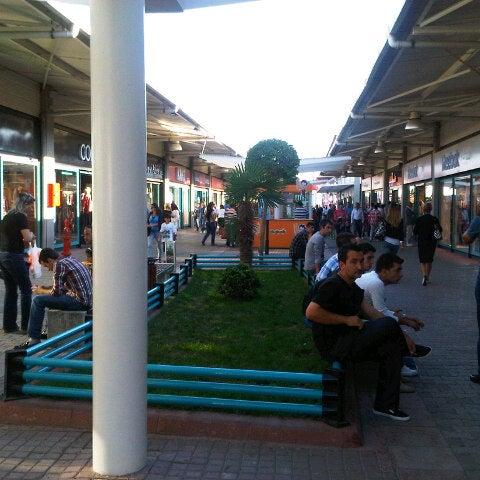 9/22/2012 tarihinde Yunus K.ziyaretçi tarafından Outlet Center'de çekilen fotoğraf