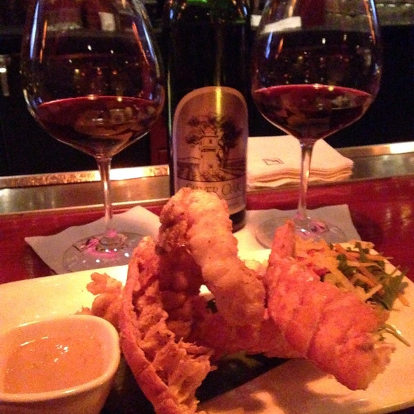 Photo taken at Fleming's Prime Steakhouse & Wine Bar by Rena S. on 12/6/2014
