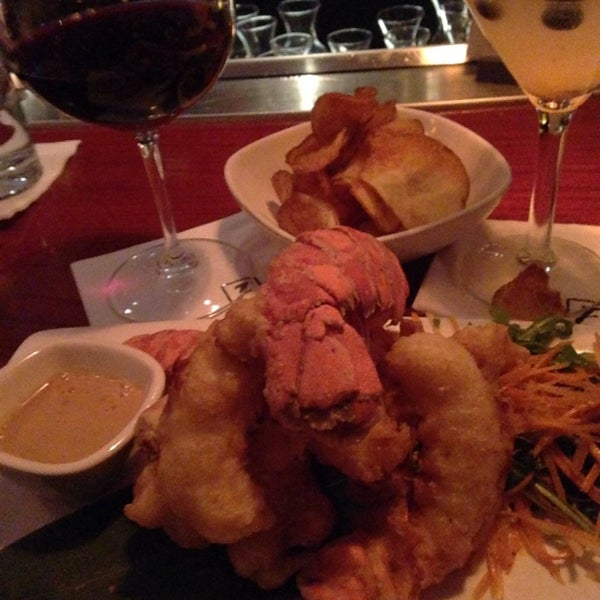 Photo taken at Fleming's Prime Steakhouse & Wine Bar by Rena S. on 11/9/2014