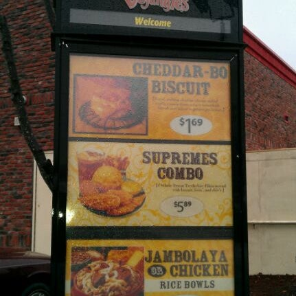 Photo taken at Bojangles' Famous Chicken 'n Biscuits by Stacy E. on 12/7/2011