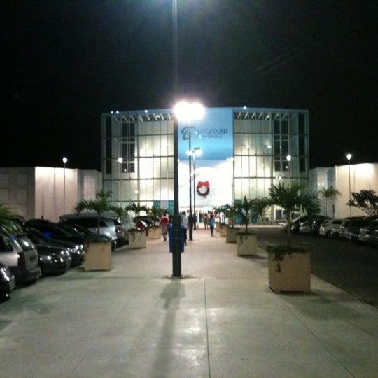 Foto tirada no(a) Boulevard Shopping Campos por Pedro M. em 11/29/2012