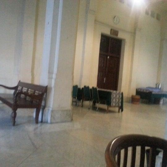 Photo taken at Fakultas Kedokteran Universitas Indonesia by Indri H. on 11/26/2012
