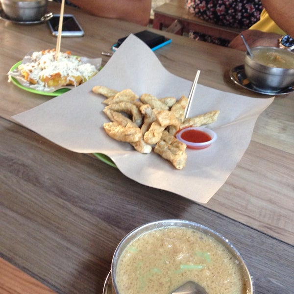 Photo taken at Cendol Bakar Simpang Ampat by Art A. on 4/27/2017