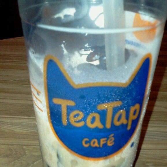 7/20/2014 tarihinde Meneses J.ziyaretçi tarafından TeaTap Cafe'de çekilen fotoğraf