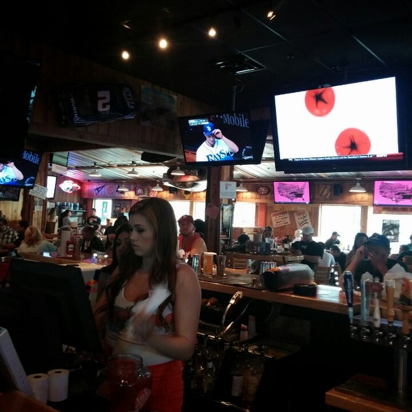 Photo taken at Hooters of Ontario by Fritz O. on 4/20/2014
