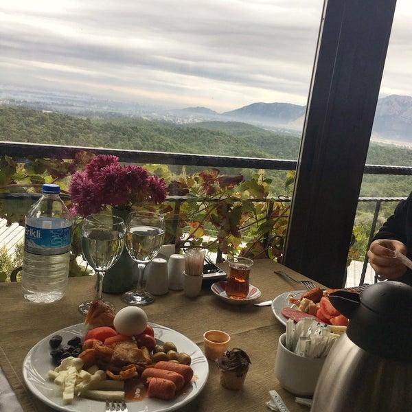 Photo taken at Körfez Aşiyan Restaurant by Ramazan T. on 12/9/2017