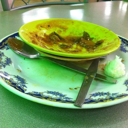 Foto tomada en Restoran Nasi Kandar Seri Kota por Rahim S. el 11/23/2012