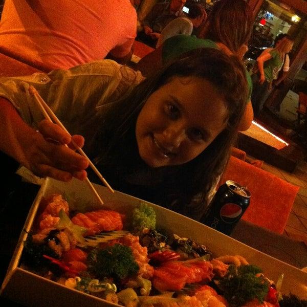 Foto tirada no(a) Hachi Japonese Food por Maria Rita N. em 3/23/2013