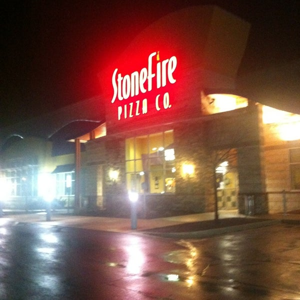 Photo taken at Stonefire Pizza Company by Brittiney on 4/7/2013