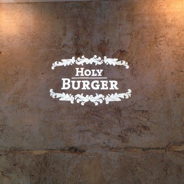 Das Foto wurde bei Holy Burger von Arne K. am 5/25/2014 aufgenommen