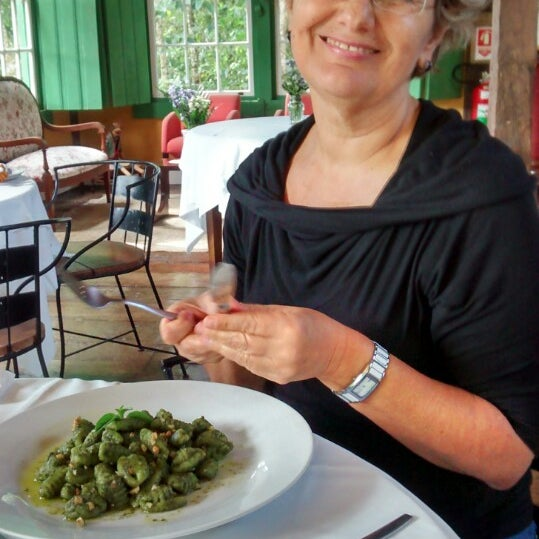 Foto tirada no(a) Ronco do Bugio Pouso e Gastronomia por Antonio S. em 5/17/2014