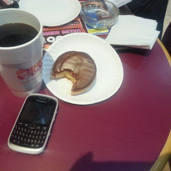 Photo taken at Dunkin Donuts by عبادي ا. on 3/23/2013