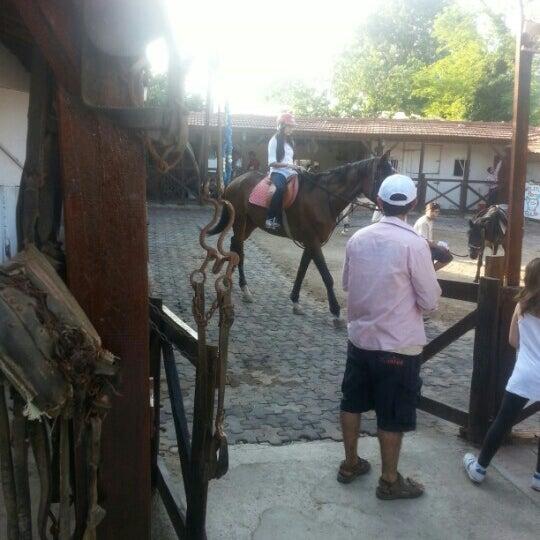 5/25/2013 tarihinde Hüseyin K.ziyaretçi tarafından AtlıTur At Çiftligi'de çekilen fotoğraf