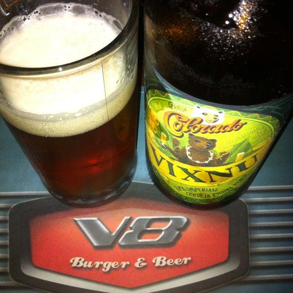 Foto tirada no(a) V8 Burger & Beer por Rubão! em 9/19/2015