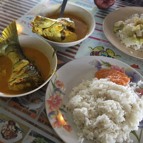 Photo taken at Restoran Anjung Seri by faizulamri on 2/18/2017