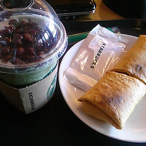 Photo taken at Starbucks by bom l. on 4/24/2013