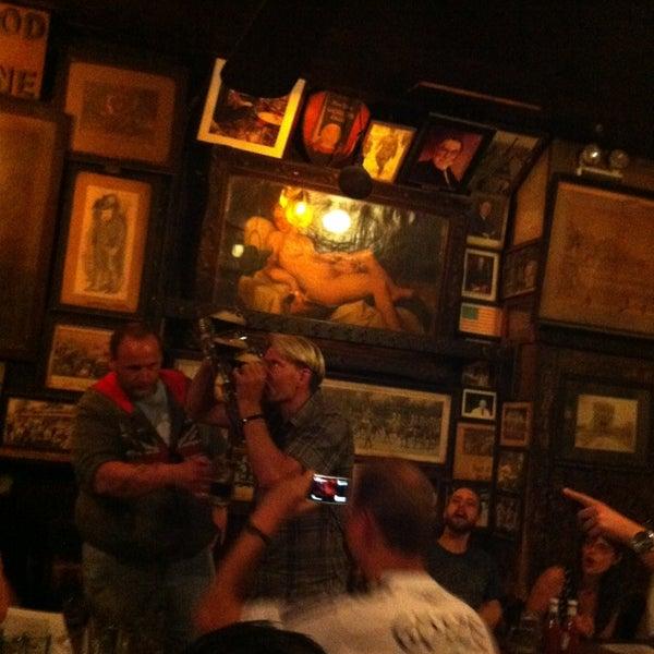 Photo prise au McSorley's Old Ale House par Susan C. le5/31/2013