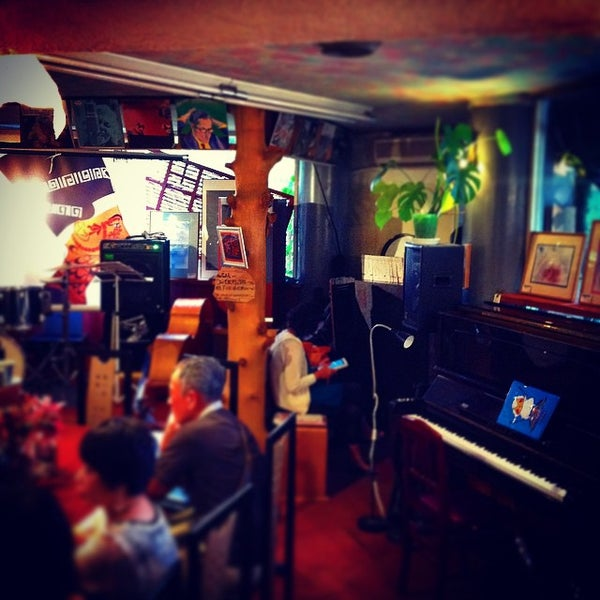 Photo taken at Nefertiti Jazz Cafe & Bar by Ichitaro K. on 5/30/2015