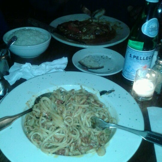 Photo taken at Giovanni's Restaurant by Dilenia O. on 11/30/2012