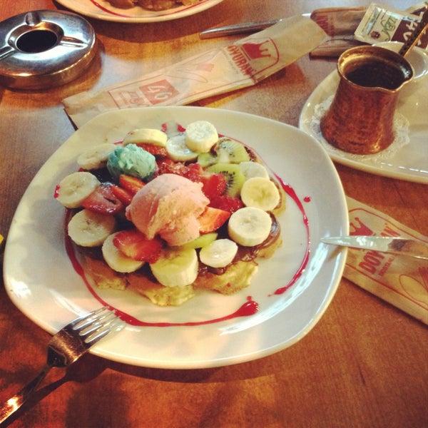 4/30/2013 tarihinde Hazal C.ziyaretçi tarafından Waffle Edem'de çekilen fotoğraf