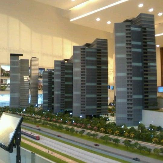 Foto tirada no(a) Obras Parque da Cidade por Carolline B. em 10/18/2012