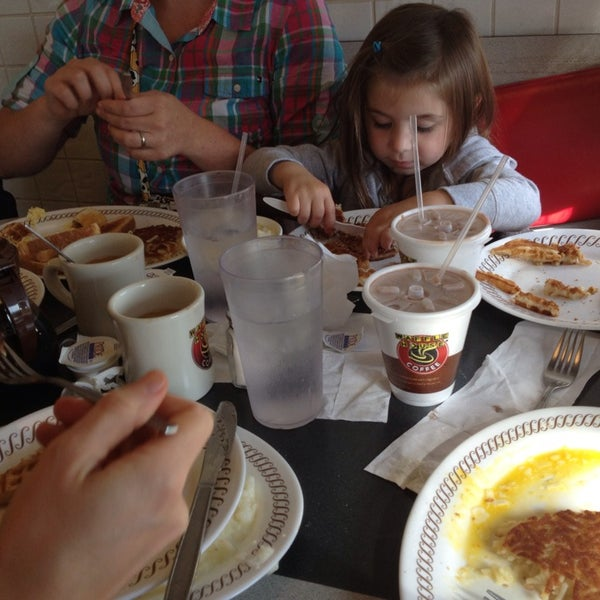 Photo taken at Waffle House by Lauryn K. on 9/15/2013