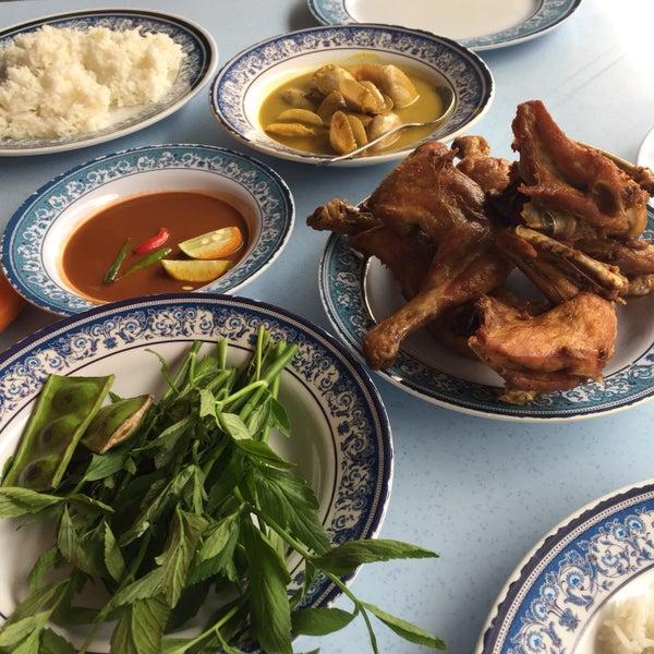 Restoran hj hassan ayam kampung asian restaurant in bangi for Asian cuisine athens al