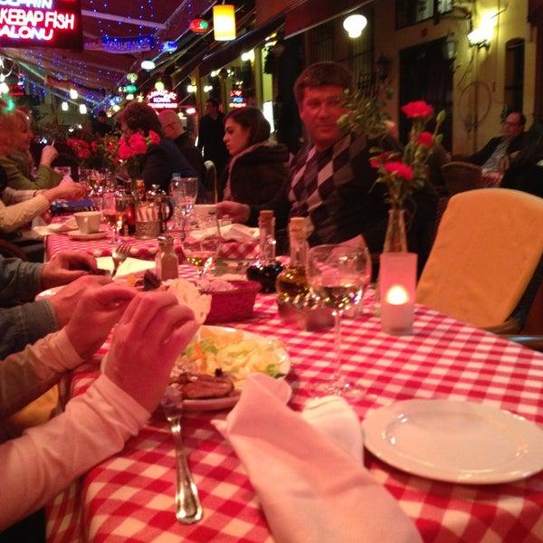 3/7/2013 tarihinde Olesya R.ziyaretçi tarafından Cozy Bar&Restaurant'de çekilen fotoğraf