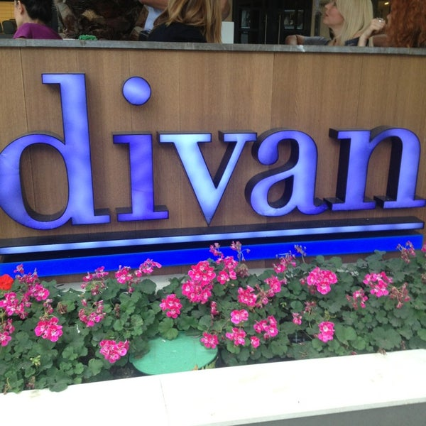 Divan pub restaurant in kad k y for Divan familial