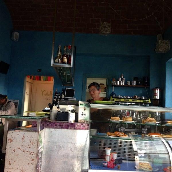 Photo taken at La Perla Cafè by leonardo v. on 11/3/2013