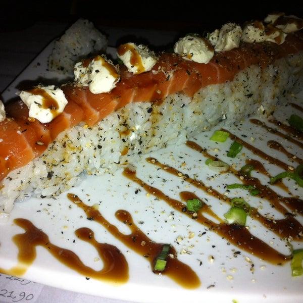 Foto tirada no(a) Sociedade do Sushi por Célia A. em 7/25/2014